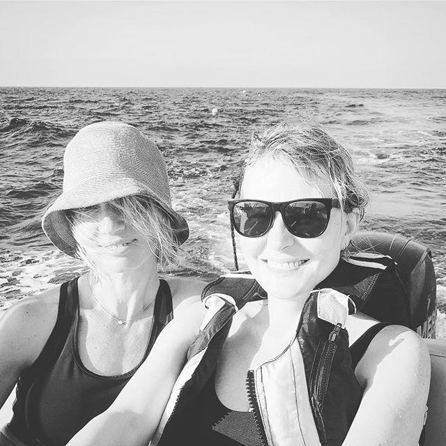 Рената Литвинова поделилась атмосферными снимками с борта белоснежной яхты