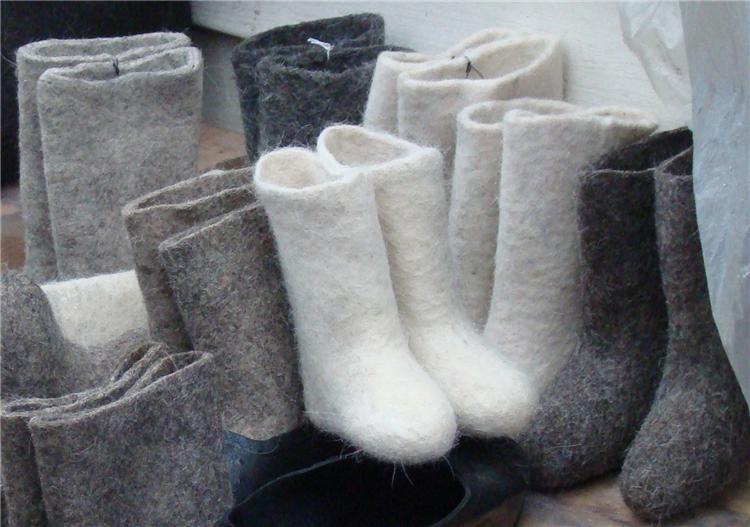 Вышивка, аппликация и стразы: самые милые валенки этой зимы