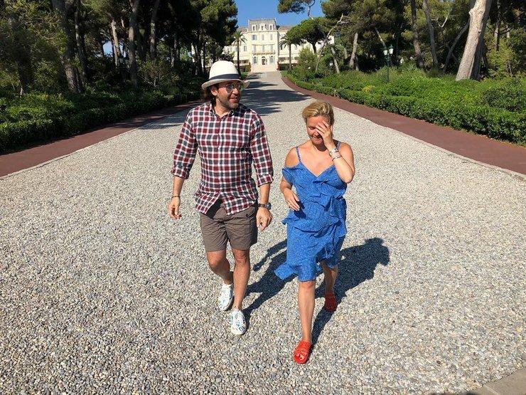 Андрей Малахов и Наталья Шкулева отдыхают во Франции