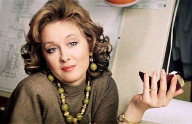 Ольга Кабо показала, как Лариса Удовиченко кормит ее клубникой