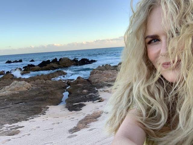 Сама естественность: Николь Кидман отдыхает на побережье