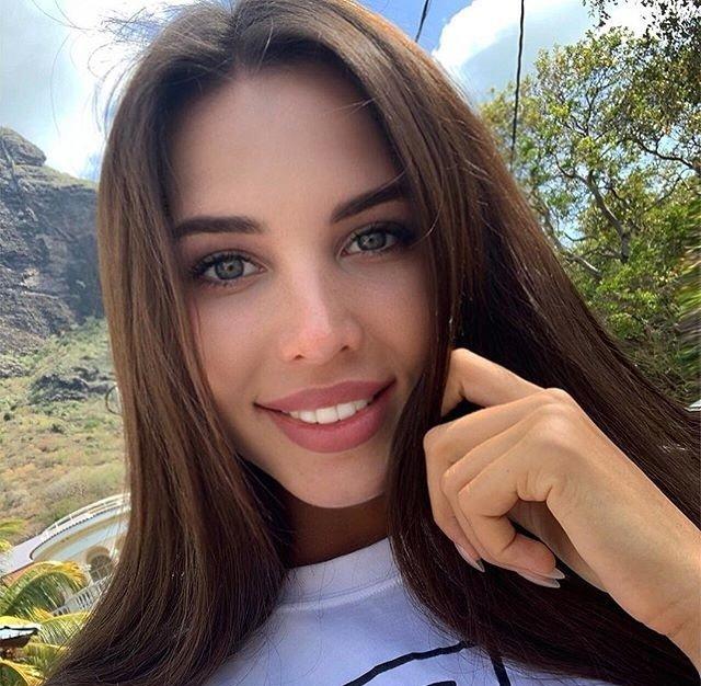 Анастасия Решетова призналась, что наращивает ресницы ради Тимати