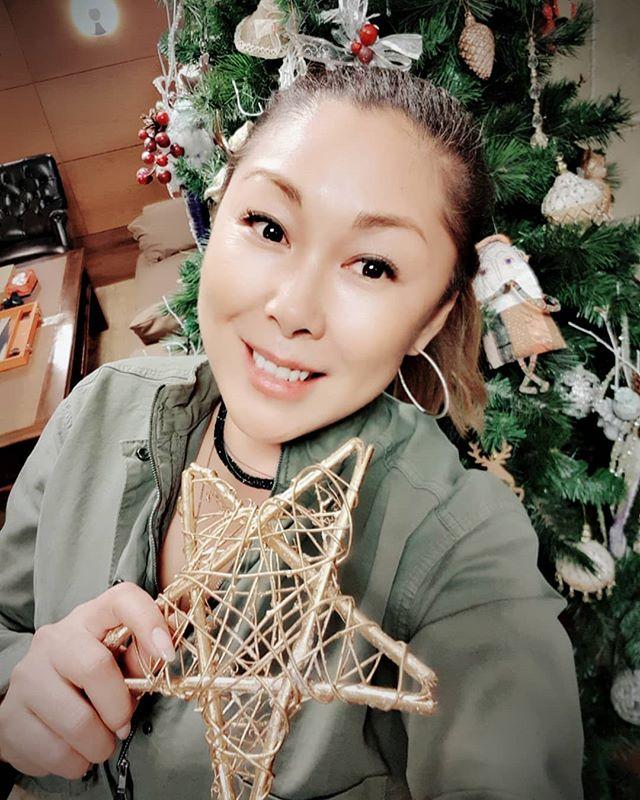 Анита Цой рассказала, какой новогодней игрушки ей не хватает