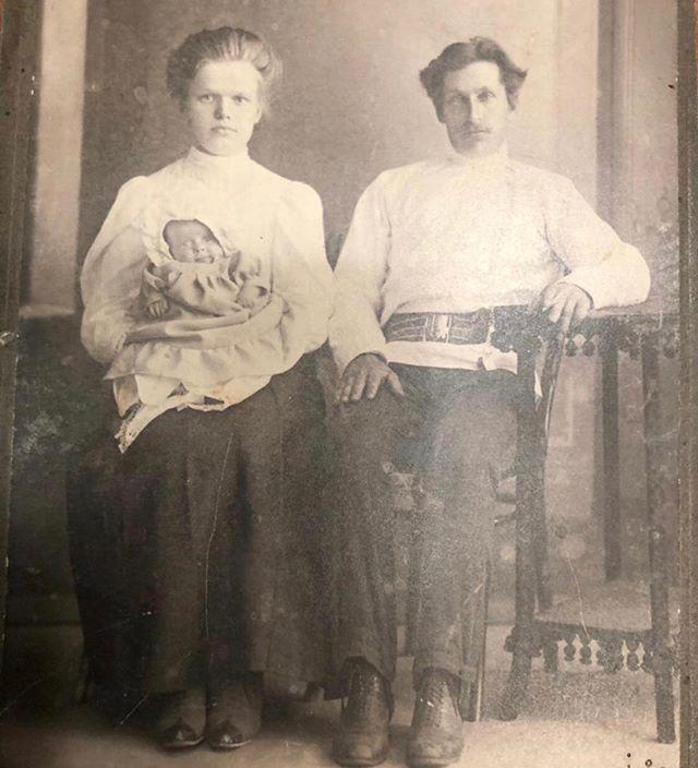 Ангел моей жизни: Алла Пугачева опубликовала снимок своей бабушки