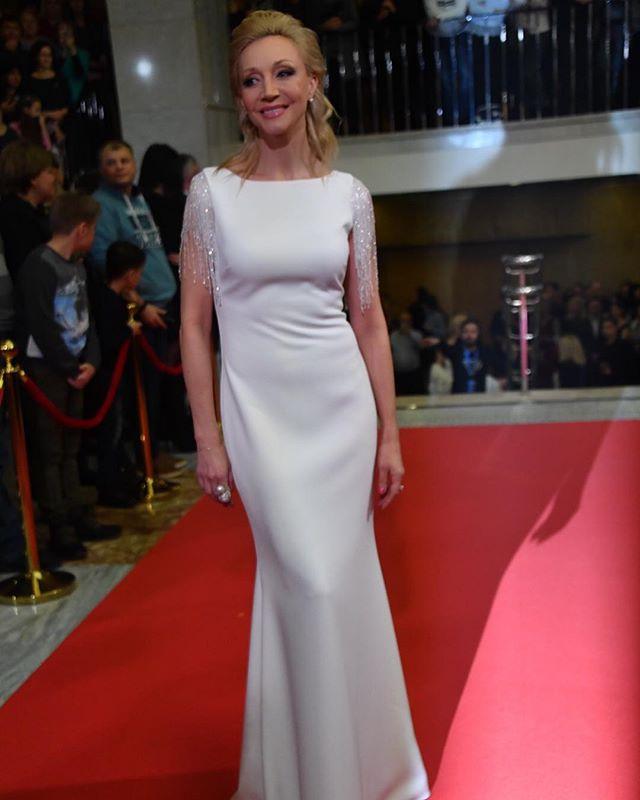 Кристина Орбакайте сразила публику своим белоснежным платьем