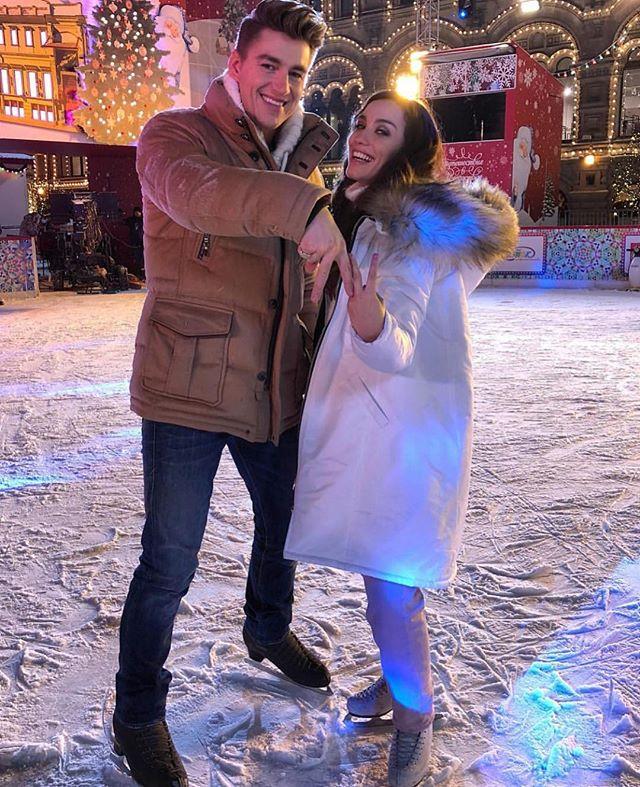 Алексей Воробьев и Виктория Дайнеко полночи провели на общественном катке