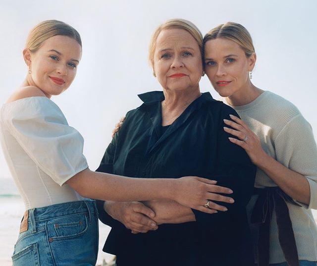 Риз Уизерспун вместе с мамой и дочерью Авой приняла участие в съемках для глянца
