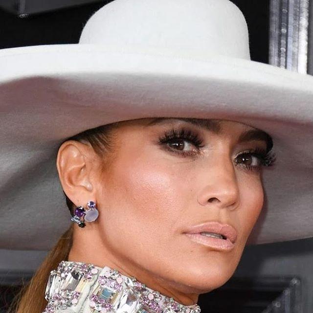 Настоящая леди: Дженнифер Лопес появилась на премии «Грэмми» в элегантном наряде