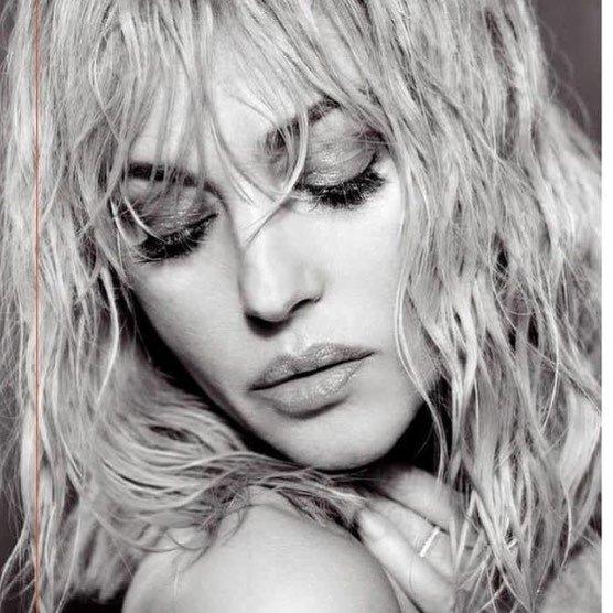 Моника Беллуччи примерила образ блондинки ради новой фотосъемки