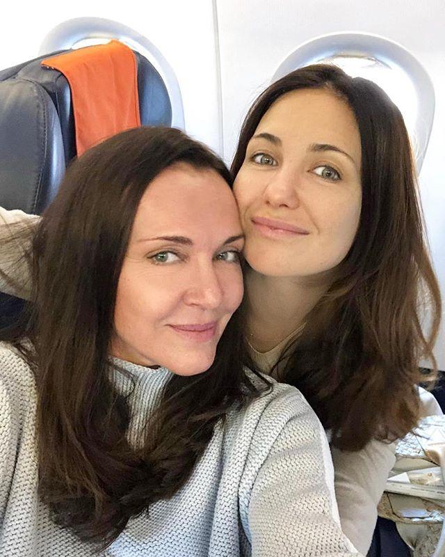 Без косметики и в обнимку: Екатерина Климова поделилась снимком с Татьяной Лютаевой