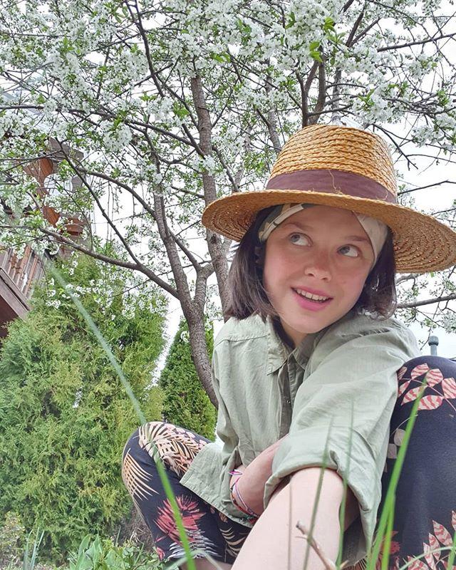 Румяная и без макияжа: Наталия Медведева показала себя на лоне природы