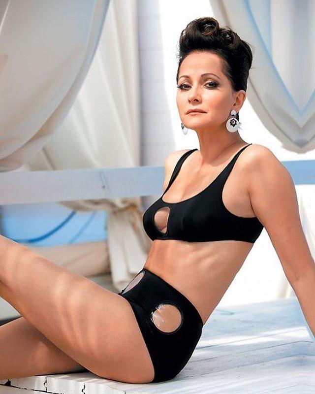 они российские актрисы в купальниках ничего ответил