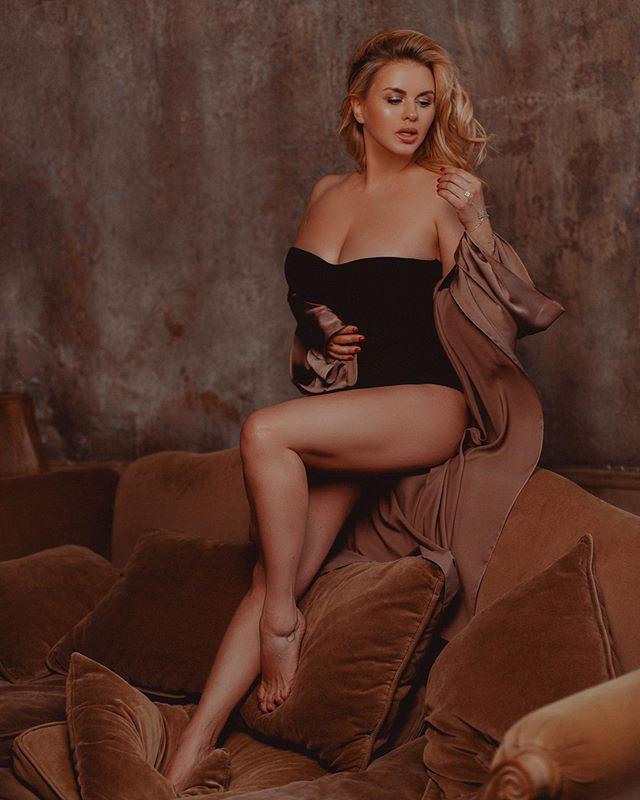 Анна Семенович опубликовала пикантный снимок в нижнем белье