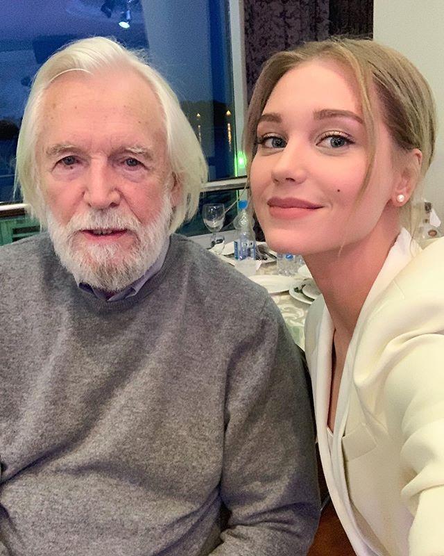 Я была счастлива: Кристина Асмус опубликовала фото со Станиславом Любшиным