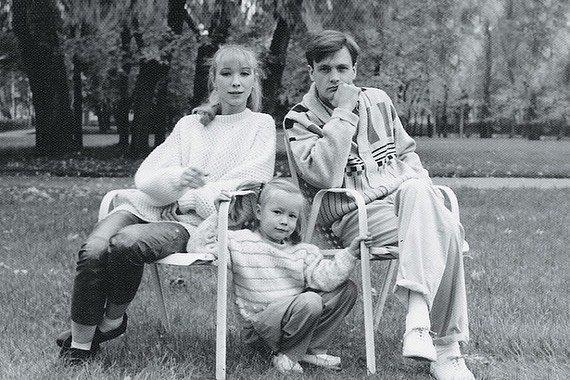 Время не лечит: дочь погибшей  Марины Левтовой опубликовала щемящие семейные фото