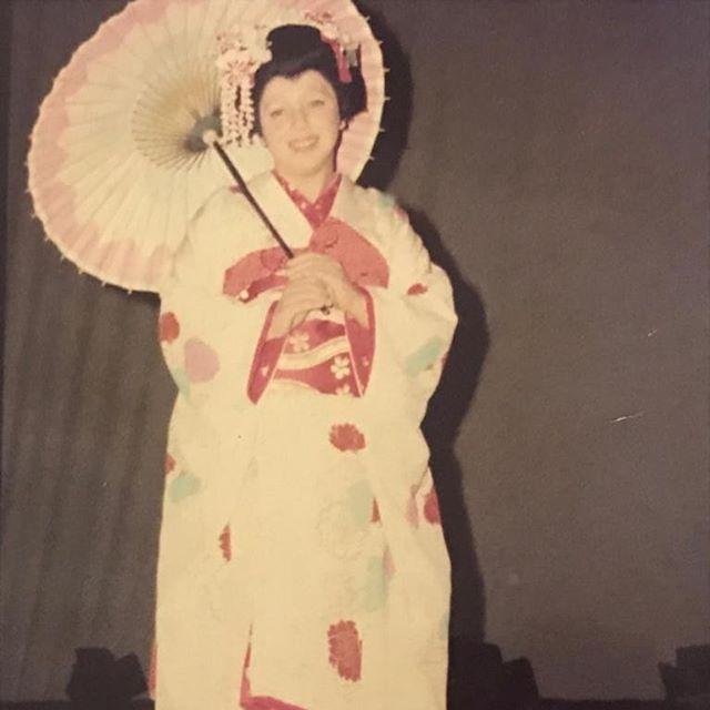 Где же самурай? Лариса Рубальская опубликовала архивный снимок в костюме гейши