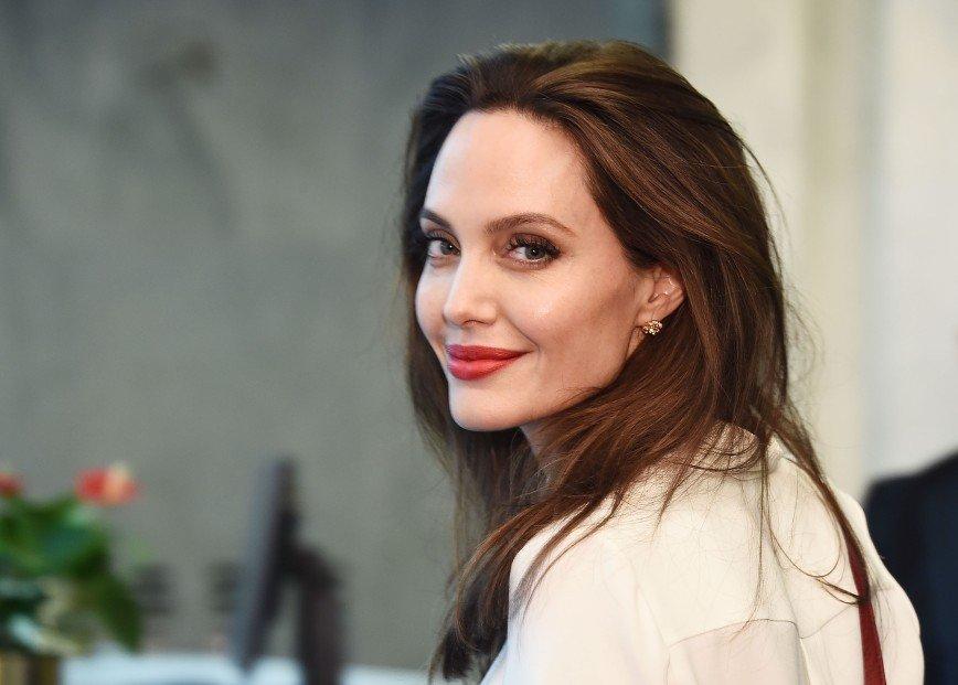 Таблоиды сообщили о романе Анджелины Джоли с телохранителем