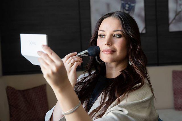 Оксана Федорова спела оперную арию на фоне золотого камина в своем особняке