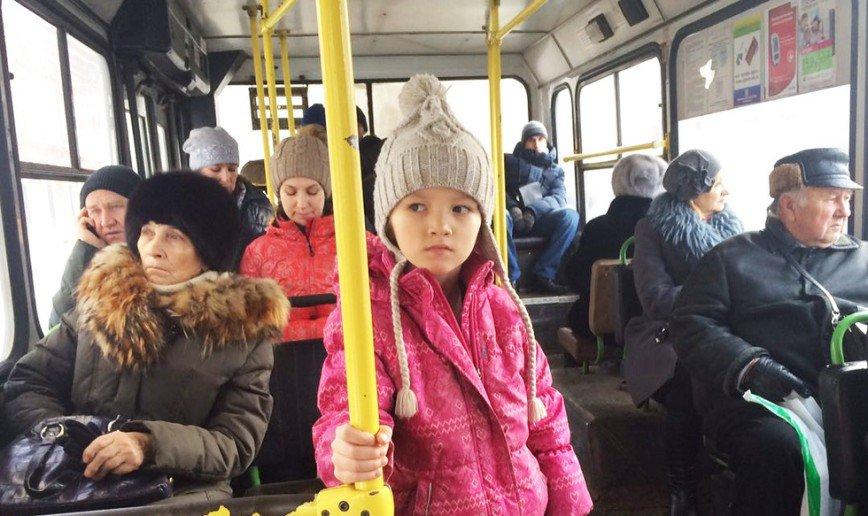Ишь, расселся: почему взрослые готовы сражаться с детьми за место в общественном транспорте