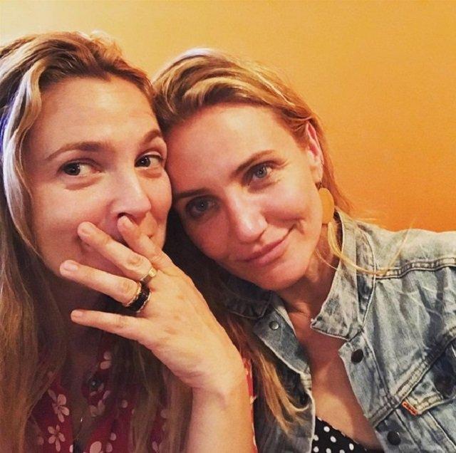«А где Люси Лью?»: Кэмерон Диаз и Дрю Бэрримор сфотографировались без макияжа