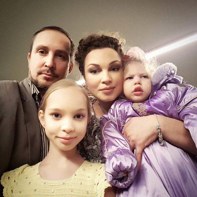 Жена Данко заступилась за девушку, которую обвинили в распаде их семьи