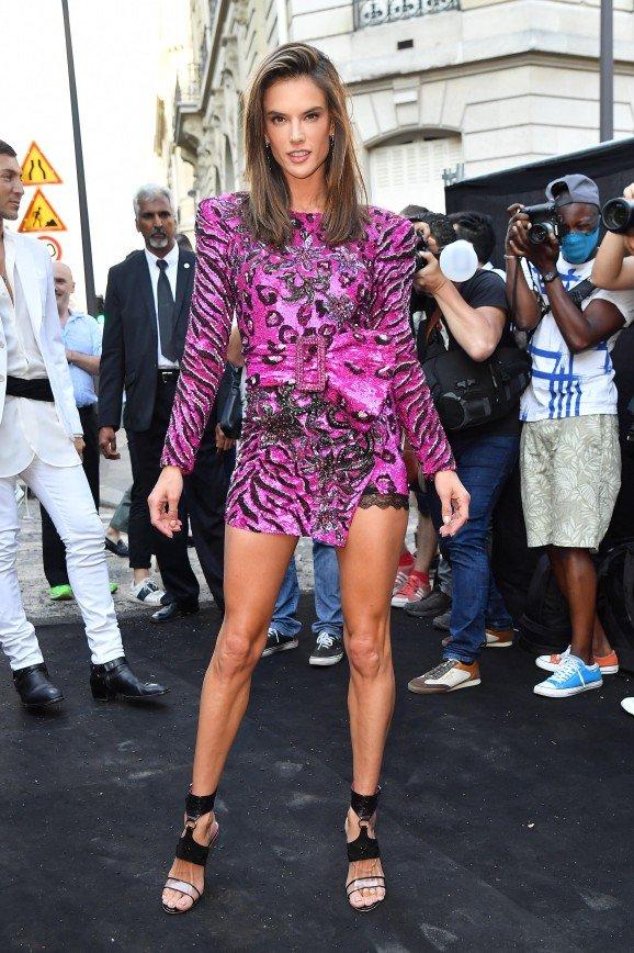 Неделя моды в Париже: топ-10 лучших образов звездных красавиц