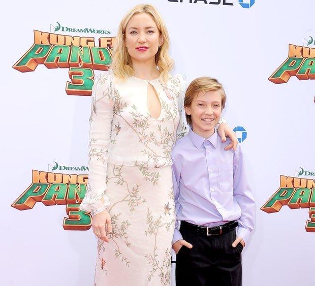 «Два мальчика»: Сын Кейт Хадсон сделал себе стрижку, как у мамы