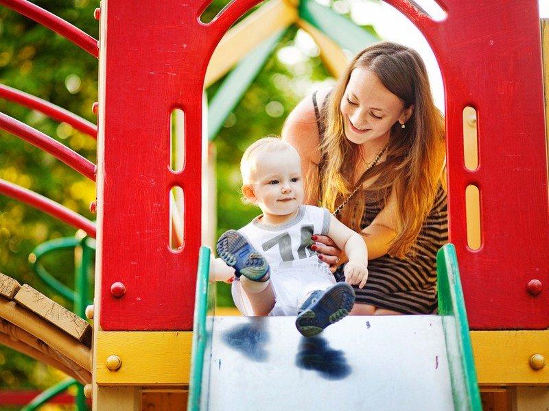 Взрослые разборки на детской площадке: надо ли вмешиваться в конфликты детей