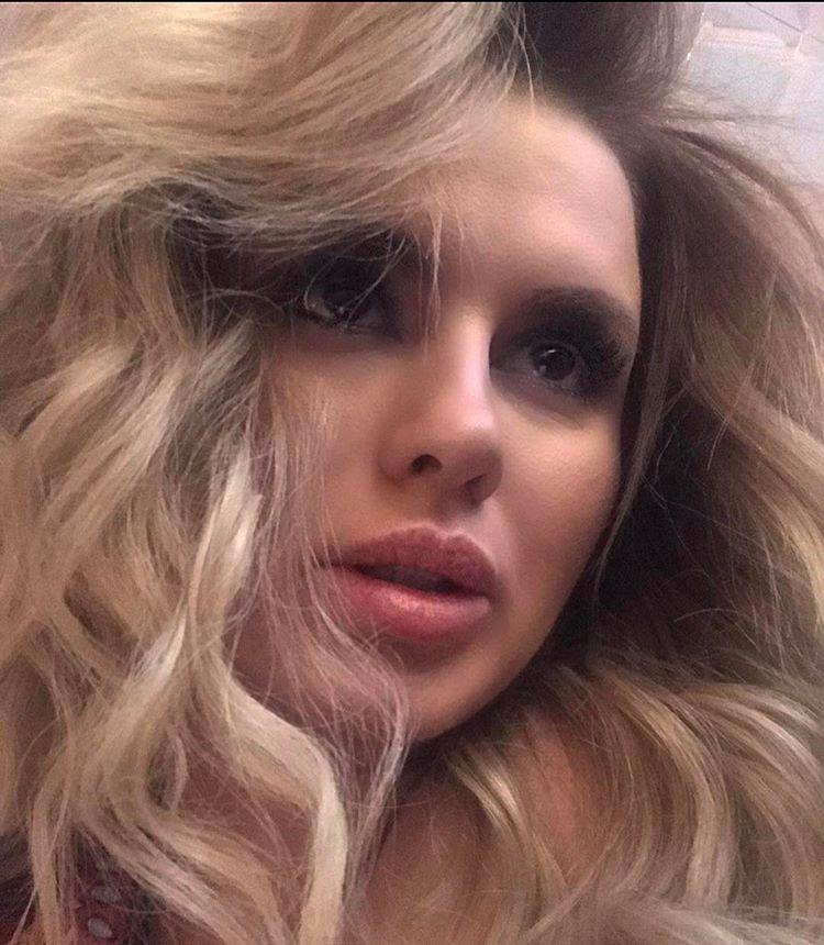 """""""В простыне, но с макияжем"""": Анна Семенович репетирует роль даже ванной"""