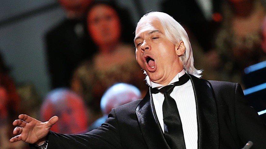 «Удаляй! Человек жив!»: Лазарев разместил пост о смерти Хворостовского