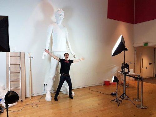 Мужчина создал свою огромную копию с помощью 3D принтера