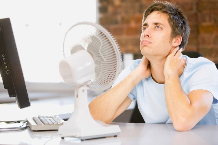 Из-за жары Роспотребнадзор советует раньше отпускать сотрудников домой