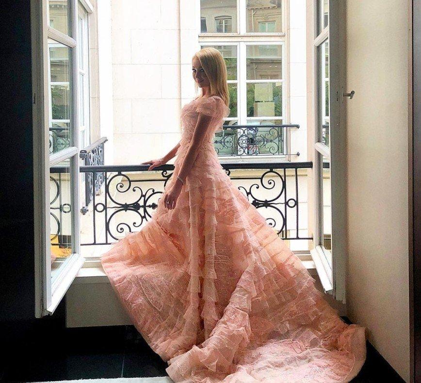 """""""Как Бузова, но без коня!"""": платье Рудковской назвали плагиатом"""