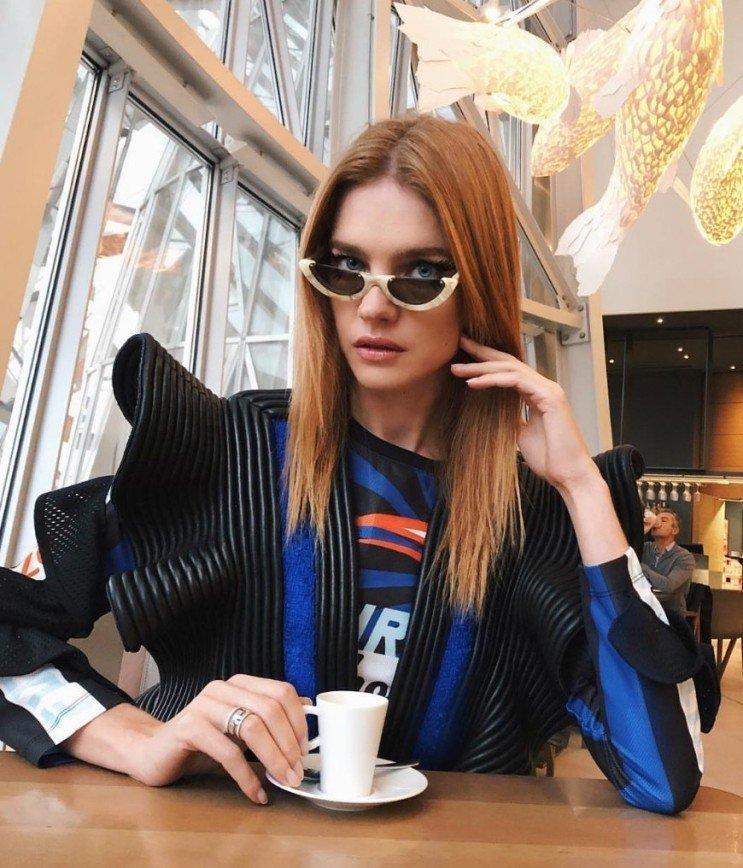 """""""Инопланетные цивилизации существуют"""": Водянова посетила кафе в космическом образе"""