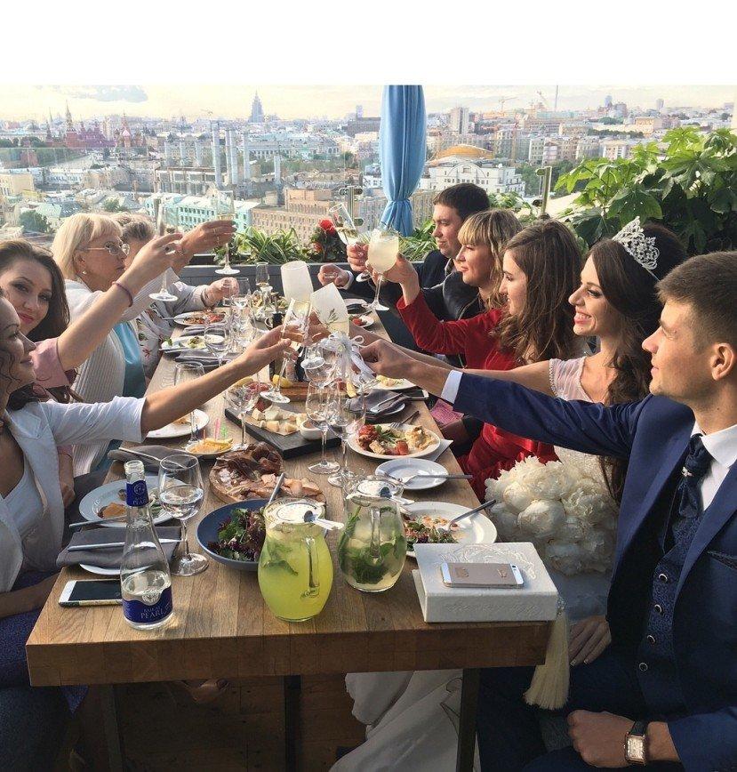 """Жениху даже места не хватило!"": свадьбу Оли Рапунцель подняли на смех"