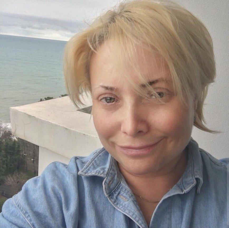 Светлана Пермякова удивила розовыми волосами