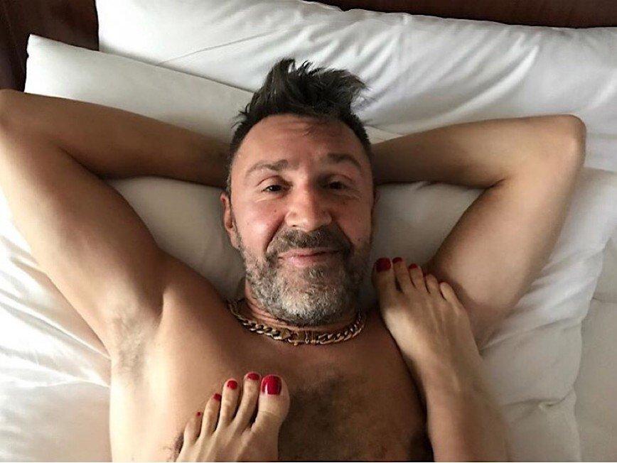 """""""Ластами придавили, и доволен"""": Шнуров продолжает уроки соблазнения"""