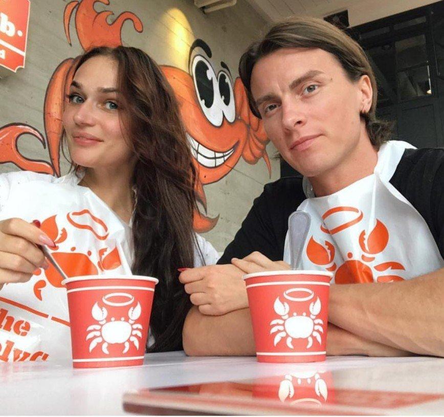 «Как будто две женщины»: мужа Водонаевой приняли за её маму