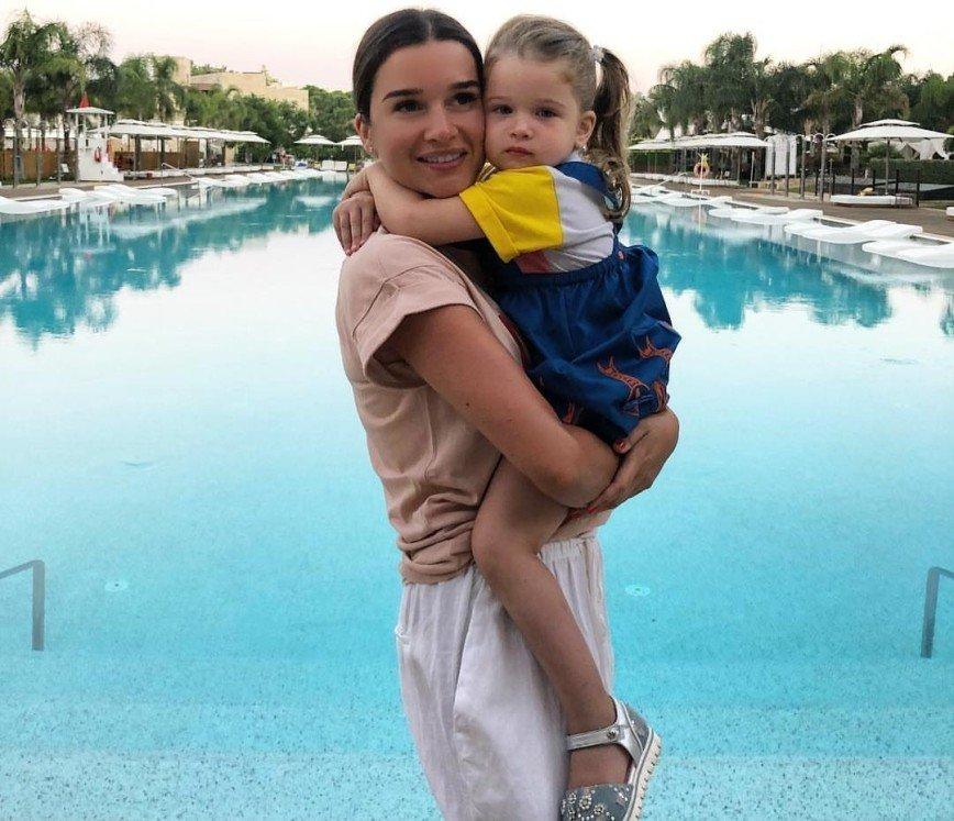 Младшую дочь Ксении Бородиной едва узнали на фото