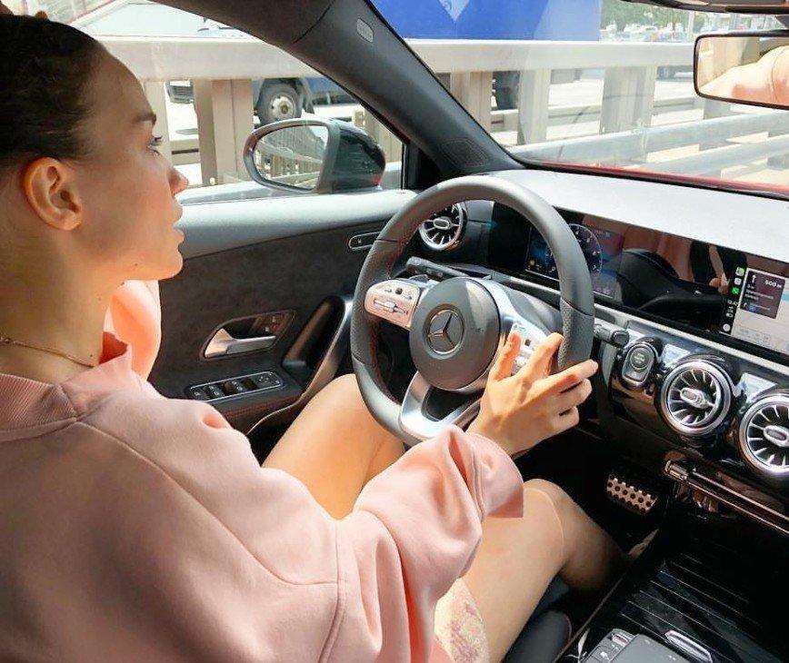 """""""Хвастунья вы, Вика!"""": Дайнеко показала новый автомобиль"""