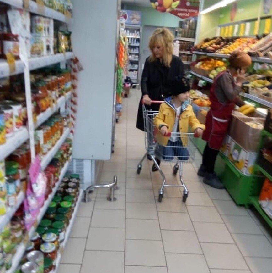 Цена - не значит качество: Алла Пугачева пошла за продуктами в магазин эконом-класса