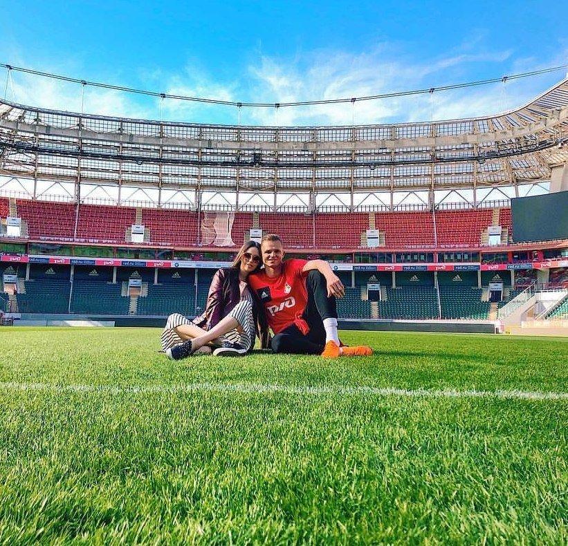 Анастасия Костенко показала Дмитрия Тарасова в игре FIFA
