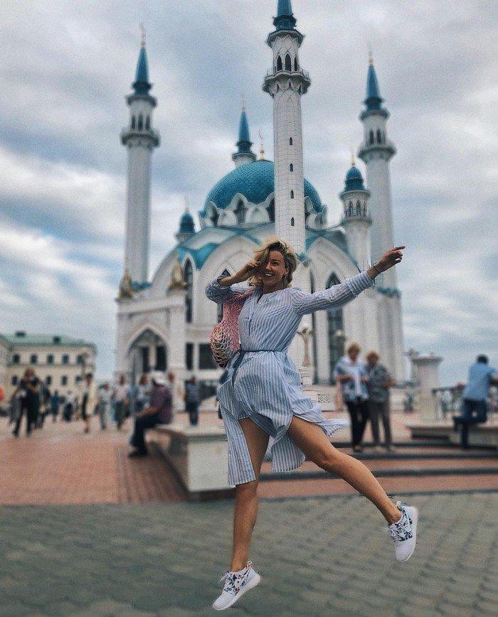 Фото Юлианны Карауловой на фоне мечети возмутило людей