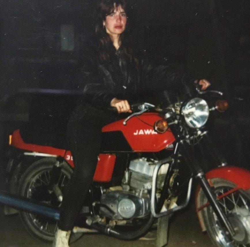 Байкер в юбке: Ирина Агибалова в молодости ездила на мотоцикле