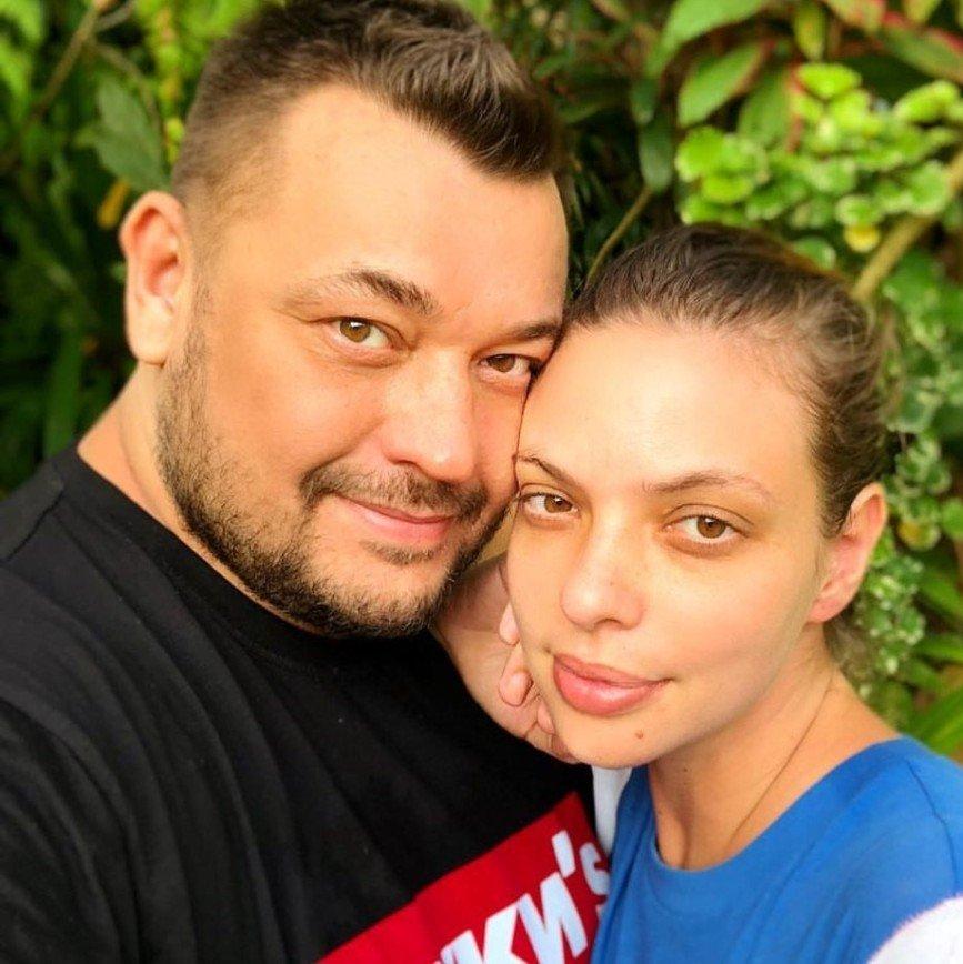 Мужчина для семейной пары в тайланде