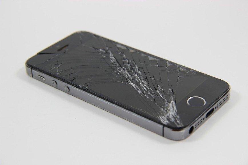 Айфоны с неоригинальными экранами перестали работать после обновления IOS