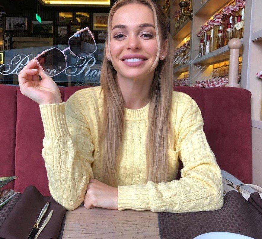 """""""Хотите всё себе отморозить?"""": Анна Хилькевич присела на холодный подоконник в юбке"""