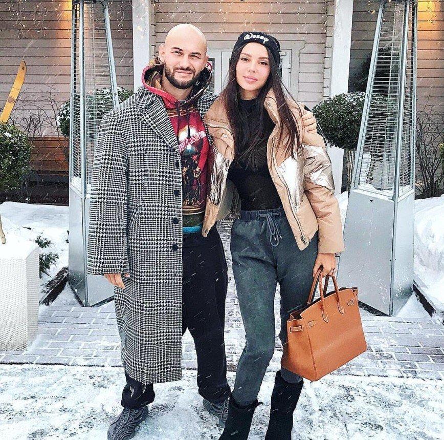 Оксана Самойлова показала, с какими глазами ходит на занятия ее дочь