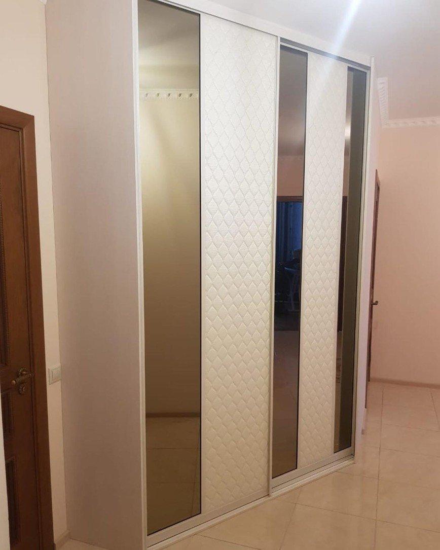 Автор: expressmebels, Фотозал: Мой дом, 88 Угловой шкаф купе. Профиль Аристо, зеркало бронза, кожа Люксор. 120 тыс. руб.