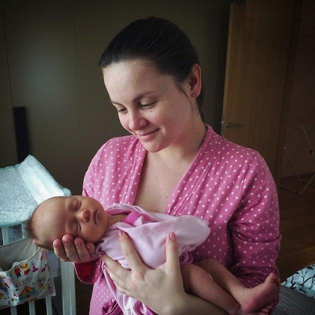 Юлия Проскурякова показала первое фото своей дочери в роддоме